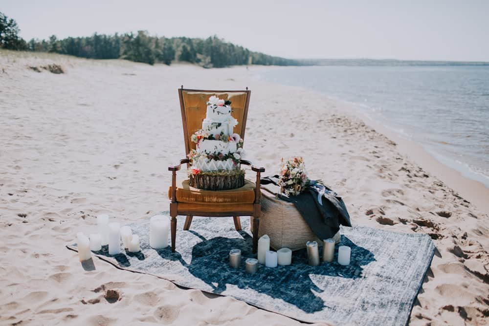 13 VafaPhotography_NorthernMichiganBohemianWeddingInspirationVafaPhoto212_low