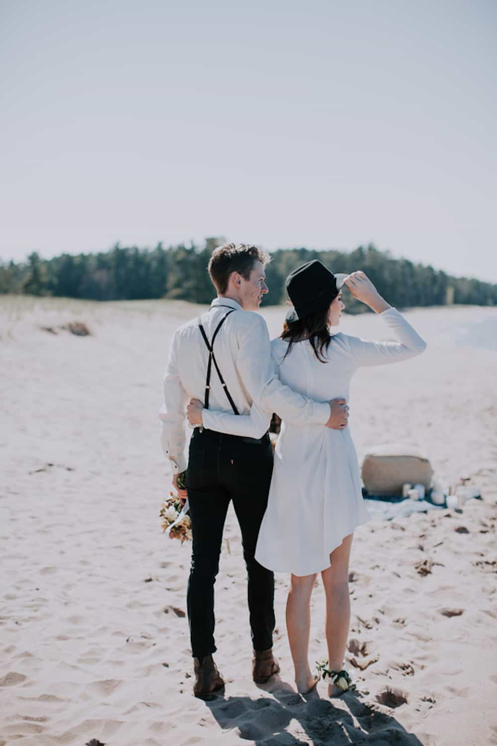 8 VafaPhotography_NorthernMichiganBohemianWeddingInspirationVafaPhoto175_low