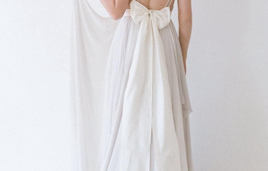 Back of V neck wedding dress
