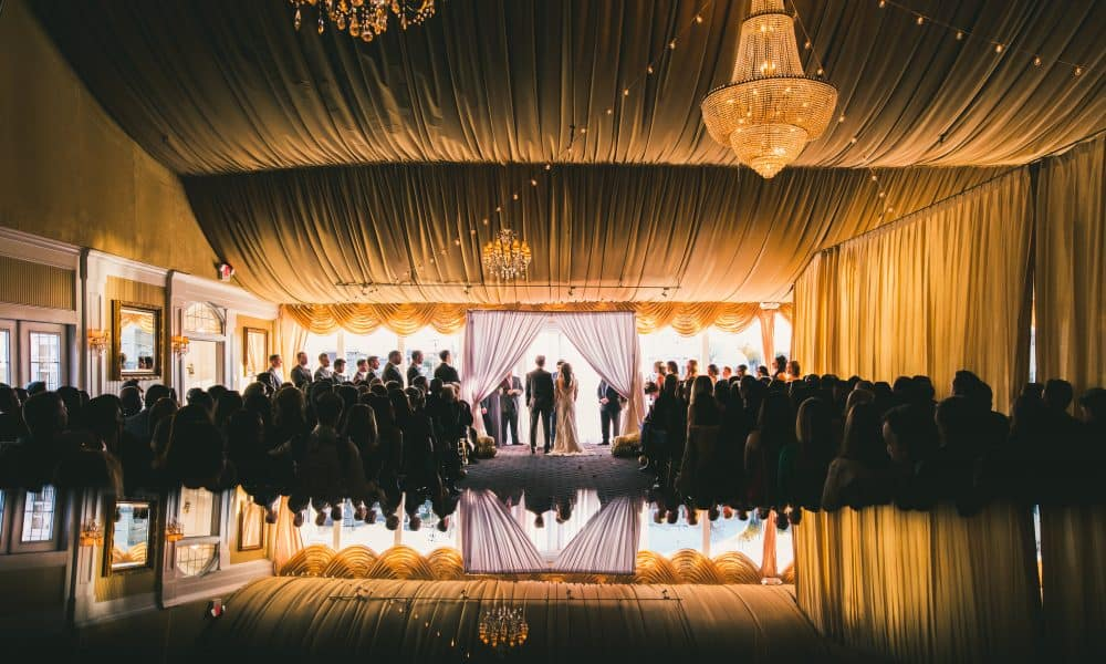 How to Put up a DIY Wedding Canopy in 5 Easy Steps!