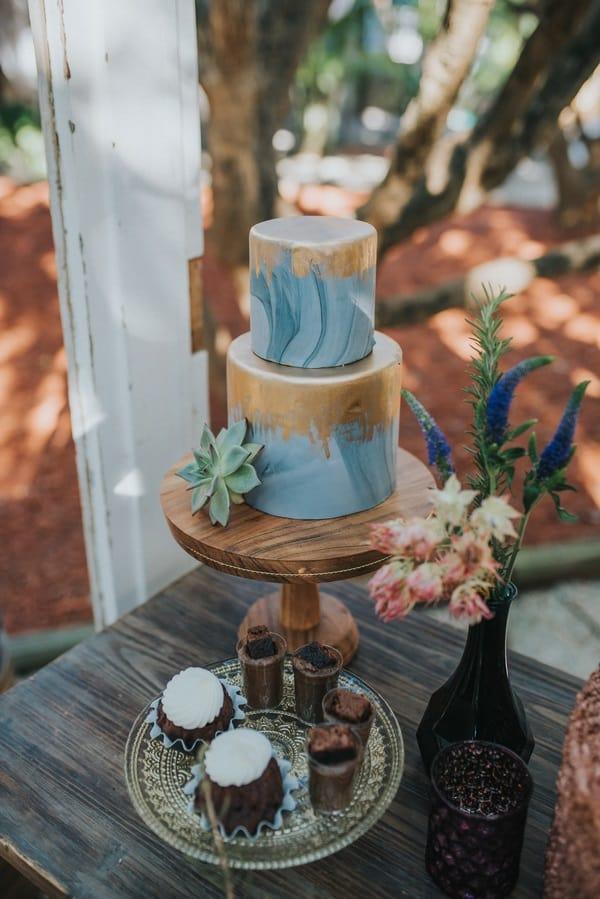 fabulous wedding cake
