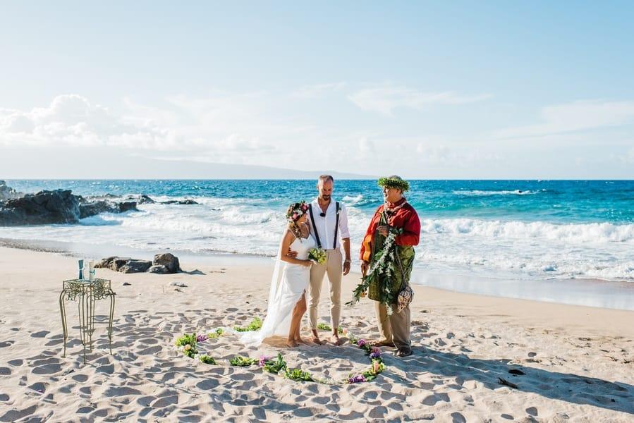 gorgeous hawaiian ceremony