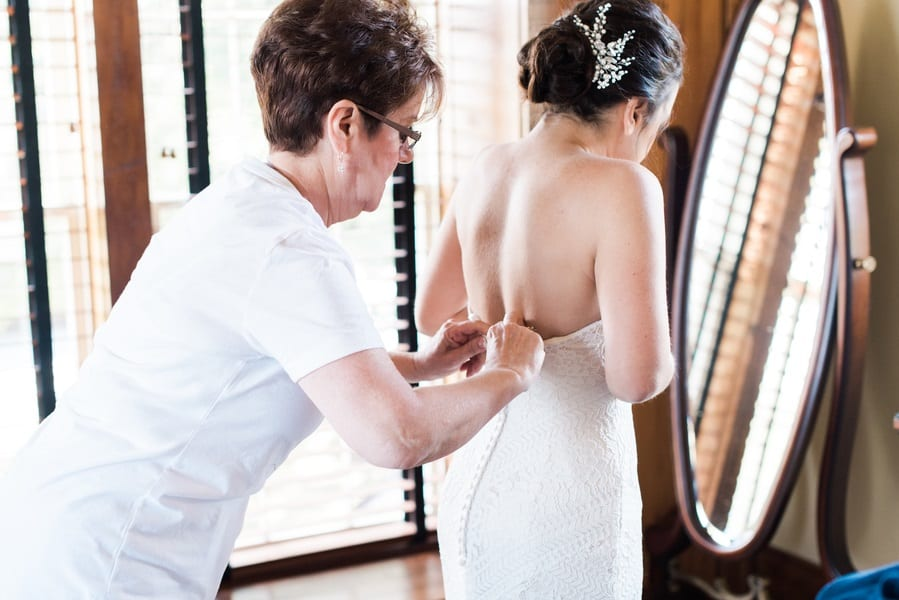 mother and daughter bridal shot