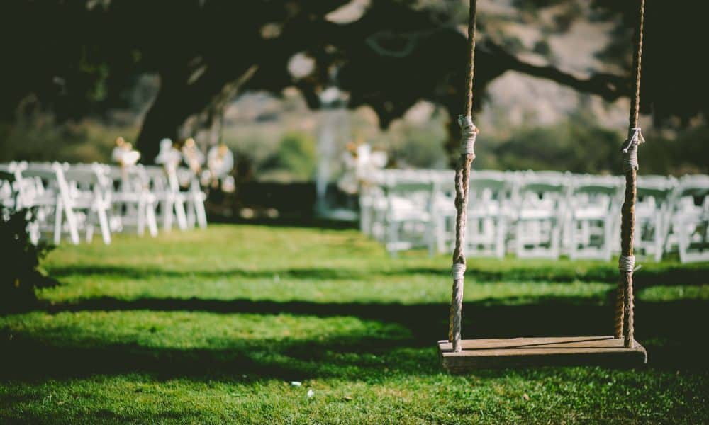 10 Beautiful Accessories for a Swoon-Worthy Outdoor Wedding