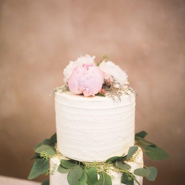 12 Beautiful Wedding Cakes (that are almost too pretty to eat!)