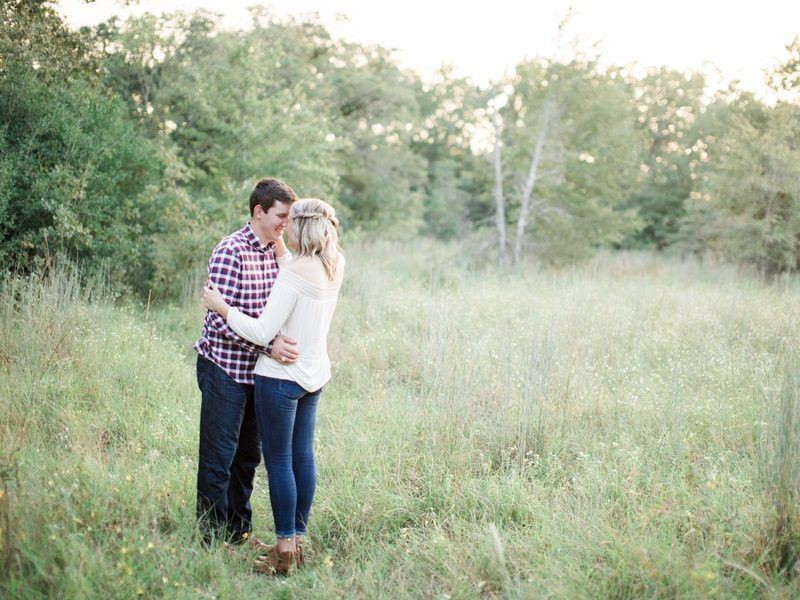 Beautiful Fall-Themed Engagement Photography: Every Texan Bride-To-Be Should See This
