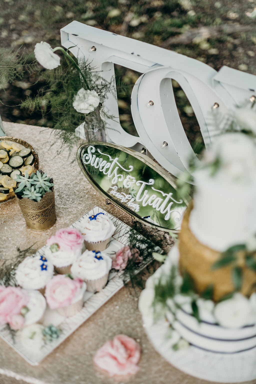 sign up to receive our free guide to marketing your wedding business