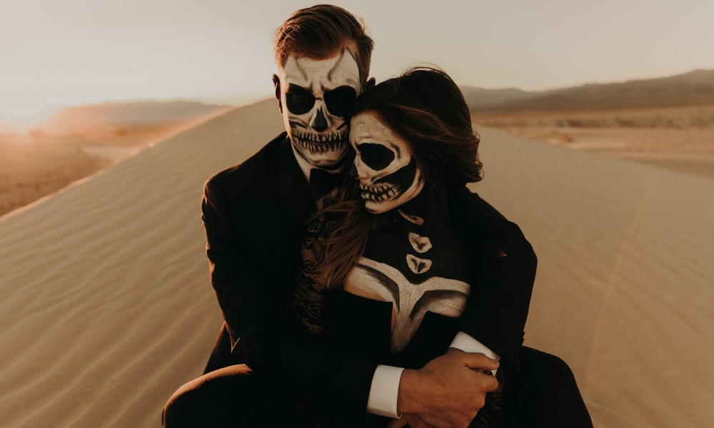 Dead Lovers in the Desert