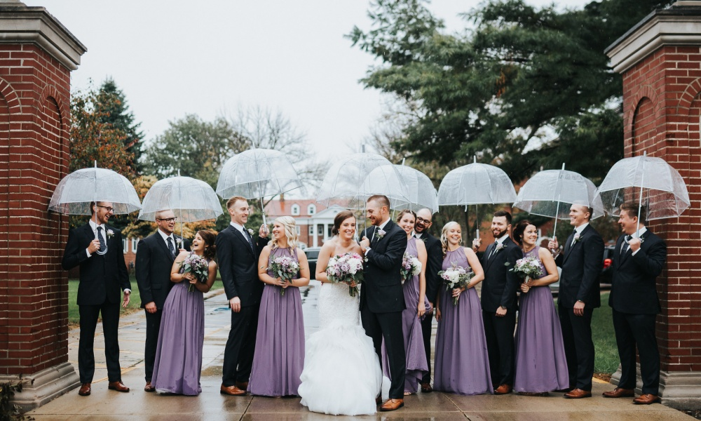 Photography Tips For A Rainy Day: Gorgeous Rainy Wedding Photos Ahead!