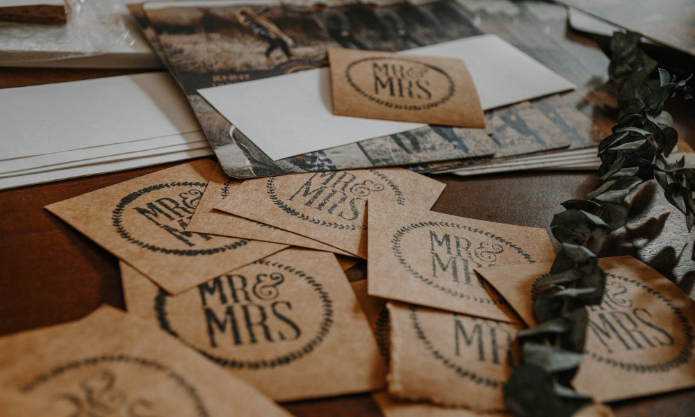 How to Avoid Stress When it Comes to Organizing Your Wedding Invitations